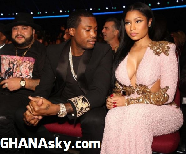 Meek Mill glancing down at Nicki Minaj's cleavage at AMA 2015