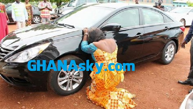 Obaapa Christy weeps after a car gift