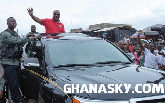 President Mahama Sharing Money To Traders [Video]